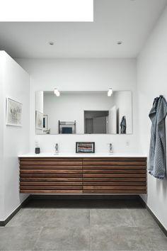 Varme og stemning i badeværelset - Best Pins Bathroom Inspiration, Bathroom Interior, Mid Century Modern Bathroom, Bathroom Makeover, Best Bathroom Vanities, Home, Best Bathroom Designs, Modern Bathroom Remodel, Best Bathroom Flooring