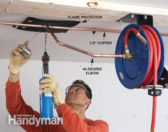 Air Hoses: Install a Retractable Air Hose Reel – Garage Organization DIY Garage Workshop Organization, Workshop Shed, Workshop Storage, Garage Shop, Diy Garage, Garage Storage, Garage Shelving, Garage Ideas, Compressed Air