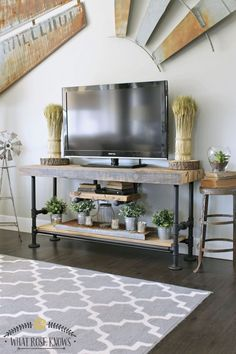 Fresh Farmhouse DIY Projects Do you know What Rose Knows? She knows how to make an incredible Industrial Farmhouse Reclaimed Wood & Black Pipe TV Stand or small console table…tha. Farmhouse Diy Projects, Decor, Home Diy, Rustic Wood Furniture, Diy Tv Stand, Diy Furniture, Furniture, Small Console Tables, Home Decor