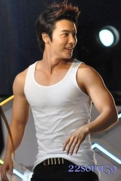 More Fishy biceps! Arggghhhhh Excuse me Donghae while 'm going to cry on my bed