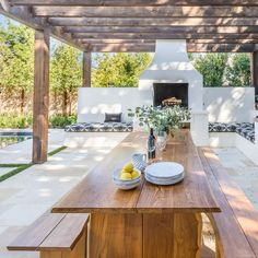 Outdoor kitchen: decorating ideas for the summer - Côté Maison Backyard Patio Designs, Yard Design, Backyard Landscaping, Outdoor Rooms, Outdoor Dining, Outdoor Decor, Design Cour, Parrilla Exterior, Backyard Renovations