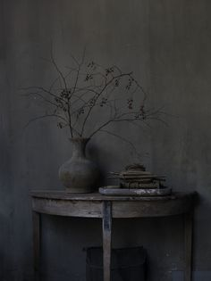 Gray | Grey | Gris | グレー | Grigio | серый | Gurē | Colour | Texture | Pattern | Style | Design | Composition | Wabi sabi