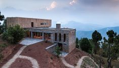 Stunning hillside hotel in Indian Himalayas with a view of India's second tallest mountain - Decoist Spas, Villas, Resorts, Nachhaltiges Design, Modern Design, House Design, Small Luxury Hotels, Das Hotel, Castle Rock