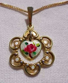 Pendant Necklace, Jewels, Fashion, Moda, Jewerly, Fashion Styles, Gemstones, Fashion Illustrations, Drop Necklace