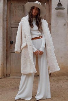 Favorite 50 Ideas Winter White Outfit to Look Fresh Style Board, Costume Blanc, Coats For Women, Clothes For Women, Look Girl, All White Outfit, Winter Stil, Jacket Style, White Fashion