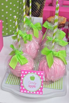 Pink and green candy apples. I love this idea for cake pops.