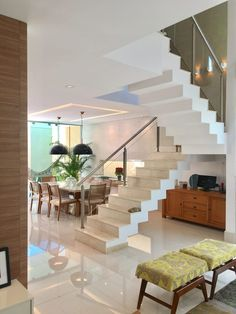 Glass Stairs Design, Home Stairs Design, Home Room Design, Railing Design, Interior Design Living Room, Hallway Colour Schemes, Grand Stairway, Residential Building Design, Indian House Plans