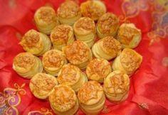 Pihe-puha pogácsa -Sajtos pogácsa 11. Hungarian Recipes, Cake Cookies, Scones, Muffin, Pizza, Sweets, Baking, Vegetables, Breakfast