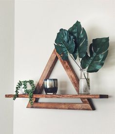 Gorgeous handmade cedar triangle shelf by IansFurniture. Perfect to display your pictures or collection of plants. Diy Wall Decor, Diy Home Decor, Bedroom Decor, Master Bedroom, House Plants Decor, Plant Decor, Geometric Shelves, Triangle Shelf, Diy Wood Projects