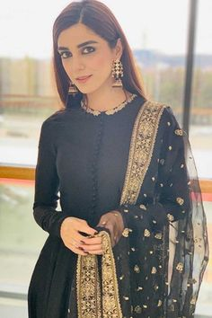 Buy maya ali black georgette anarkali suit with zari work online - lstv andaaz fashion Black Pakistani Dress, Pakistani Formal Dresses, Pakistani Dress Design, Pakistani Outfits, Black Anarkali, Pakistani Kurta, Designer Kurtis, Indian Designer Suits, Robe Anarkali