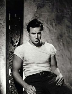 Marlon Brando-Street Car Named Desire. The Classic T-Shirt Look. There is nothing sexier than if a man can make a T shirt look good. (Well it also helps if you look like Marlon Brando) Hollywood Icons, Golden Age Of Hollywood, Vintage Hollywood, Hollywood Stars, Hollywood Actresses, Hollywood Picture, Hollywood Images, Marlon Brando, Don Corleone