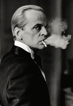 Klaus Kinski, Enfant terrible of German an European cinema. Gerardo Murillo, People Smoking, Looks Cool, Famous Faces, Movie Stars, Actors & Actresses, Portrait Photography, White Photography, Hollywood
