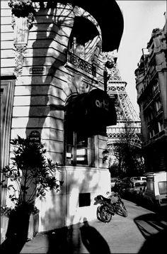 Avenue de Suffren, Paris.  Photo Serge Sautereau (www.serge-sautereau.com)