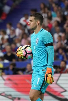England's goalkeeper Tom Heaton reacts during the international friendly football match between France and England at The Stade de France Stadium in Saint-Denis near Paris on June 13, 2017.                 / AFP PHOTO / Thomas SAMSON