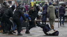 Kurz vor einer geplanten Demonstration haben die Behörden in Weißrussland den bekannten Oppositionellen Nicolai Statkewitsch festgenommen.   Seine Ehefrau sagte der Agentur Belapan, die Polizei habe sie darüber informiert, dass ihr Mann für fünf Tage inhaftiert worden sei. Ein Grund sei nicht genannt worden. Der Dissident Statkewitsch hatte für morgen zu einer Demonstration für soziale und wirtschaftliche Reformen in Minsk aufgerufen.   Zuletzt hatte die Polizei im März eine Kundgebung gegen…