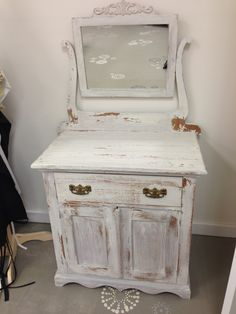 Painted in Linen. Miss Mustard Seed Milk Paint by Consign-it Furniture