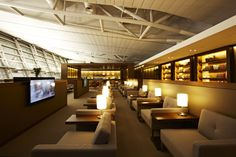 The newly opened Asiana business lounge on the 4th floor, is located next to the existing business lounge in the west wing at Incheon International Airport. Construction took approximately three months
