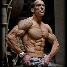 Lees hier alles over Helmut Strebl. Kijk hier voor zijn trainingsschema & dieet!