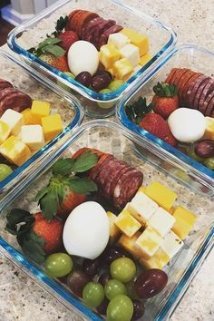 Healthy Meals The easiest way to take the hassle out of meal prepping is by cooking the same thing every week. The downside to that stealthy approach, however, is that you - So much meal prep inspiration, so little time. Keto Snacks, Healthy Snacks, Healthy Eating, Low Carb Recipes, Diet Recipes, Healthy Recipes, Lunch Recipes, Jucing Recipes, Snacks