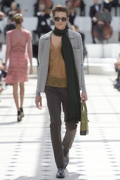 Burberry_mens_ss16_gg_32 spring twenty sixteen men's European fashion. And we're lucky .... #androgynousfashionrevolution