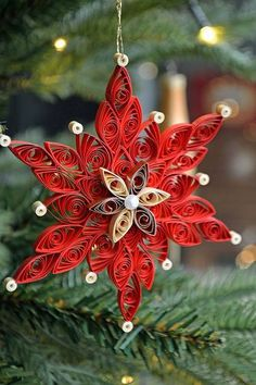 Large red quilled snowflake