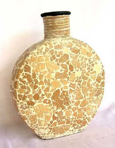 6 Artesanatos com Mosaico de Casca de Ovo Vase Crafts, Mosaic Crafts, Shell Crafts, Bottle Painting, Bottle Art, Bottle Crafts, Mosaic Pots, Mosaic Glass, Bottles And Jars