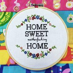 Cette pièce est un complément parfait à une maison avec quelques sass ! Vous voulez quelque chose de légèrement différent ? Des mots différents, des couleurs différentes ? Faites le moi savoir ! Dans un 6 cerceau de bois. Fait à la main avec amour ! ** Si c'est un cadeau et vous