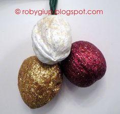 RobyGiup Handmade: decori per l'albero di Natale con gusci di noci e glitter - Christmas tree ornaments from nutshells and glitter