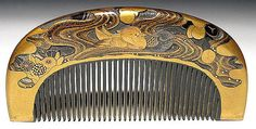 Meiji tortoiseshell comb has one pair of mandarin ducks swimming in the water with chrysanthemum decorations