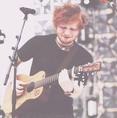 This man <3 His voice <3 Gah :')  Ed Sheeran, everybody!