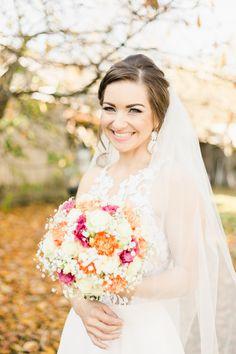 Romantic wedding look for bride Girls Dresses, Flower Girl Dresses, Bridal Poses, Wedding Looks, Destination Wedding Photographer, Brides, Romantic, Wedding Dresses, Flowers