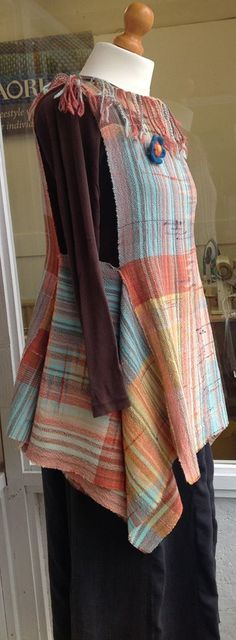 Rectangle back and front, rectangle left and right. I'd like to try a garment like this. Sewing Clothes, Diy Clothes, Clothes For Women, Refashioned Clothes, Upcycled Clothing, Clothing Patterns, Sewing Patterns, Clothing Ideas, Weaving Textiles
