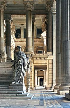 Sculpture The Cicero's Welcome @ the Palace of Justice // Justitie paleis, Bruxelles. Architect Joseph Poelaert, 1866-83. Photo: Michel Guyot.