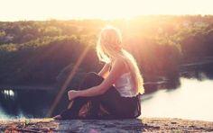 Capelli lunghi, trattamenti e consigli per l'estate - Mantenere i capelli lunghi lucenti, districati e in ordine durante l'estate non è un impresa semplice. Esistono però trattamenti, prodotti e consigli che vi permetteranno di curarli e tenerli al meglio.