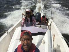9月10日横浜港ボートシーバス  いつもボートシーバスをするとはきまって釣日和なんですが今回初の浮気 東神奈川にあるD-marinaさんからレンタルボートに乗り穴撃ちの聖地である横浜港へ 初めての横浜港でボートシーバス  釣り人特有の妙な繋がりで集まった精鋭が乗船 私以外のメンツがなんか豪華 よっしゃいかれたメンバーを紹介するぜ  船長BSTトーナメンターでけたばをボートシーバス部部長のT.Obatakeさん ピン芸人サカナクラブで有名な三島ゆういち氏 説明不要のバス釣り情報サイトhebinuma氏 東京湾のシーバスに嫌われているヤバイ男私 奇跡的なジャンルバラバラの4名が集いいざ出船 ダイバーシティフィッシング 横浜港と湾奥での攻め方の違い  基本的に横浜港はポイントが多い 係留船や工事に使う台船下や壁打ちに穴撃ちなど多彩なゲーム展開で楽しめる ただ基本的にピンポイントの釣り 際や穴の奥の奥に打ち込んだりするのでベイトタックルが有利 むしろベイトじゃなきゃ手返しが悪すぎ なのでベイトタックルのみを持ち込む ということで今回の釣果…