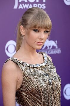 Taylor Swifts sleek pony tail