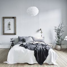 Love the addition of a little greenery to soften a neutral space. Recreate this look with our natural herringbone weave baskets up online now at #acupofchicshop photo @entrancemakleri #sweden #scandi #bedroom
