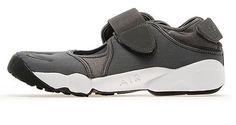 Nike Air Rift Back for 2013 as JD Sports Exclusive - EU Kicks: Sneaker Magazine Running Sneakers, Running Shoes, Sneakers Nike, Nike Air Rift, Sneaks Up, Sneaker Magazine, Jd Sports, Grey And White, Designer Shoes