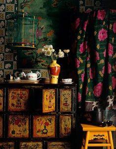 Decorating Gypsy Chic Style - Bohemian Home Gypsy Chinoiserie, Interior Bohemio, Estilo Kitsch, Gypsy Chic, Gypsy Style, Bohemian Gypsy, Dark Bohemian, Bohemian Style, Modern Bohemian