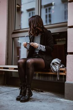 Trendy outfit in black and stripes Airport Outfits black Outfit stripes Trendy Cold Outfits, Casual Outfits, Simple Outfits, Look Fashion, Winter Fashion, Fashion Outfits, Womens Fashion, Fashion Trends, Combat Boot Outfits