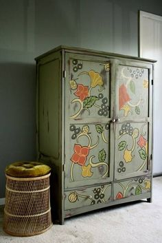 Creative and colorful painting ideas for wood furniture are a nice way to spice up your room and create spectacular, exclusive and original centerpieces for interior decorating in eclectic or vintage style