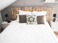 tête de lit en bois, pour une ambiance douce et cosy                                                                                                                                                                                 Plus