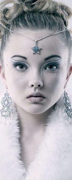 Ice princess look - Ice Princess Costume, Snow Queen Costume, Ice Princess Makeup, Ice Makeup, Makeup Art, Maquillage Halloween, Halloween Makeup, Snow Queen Makeup, Snow Makeup