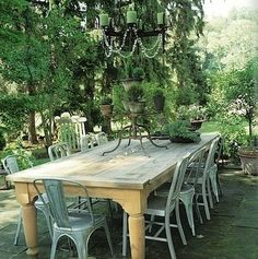 Farm table with metal chairs.wishing I had a big backyard! Outdoor Rooms, Outdoor Dining, Outdoor Tables, Outdoor Gardens, Outdoor Furniture Sets, Outdoor Decor, Outdoor Seating, Farm Tables, Rustic Outdoor