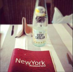 Vichy Catalán en el restaurante NewYork, nuestra agua más internacional (foto de anny_vitaliy Anny & Vitaly Romanov)