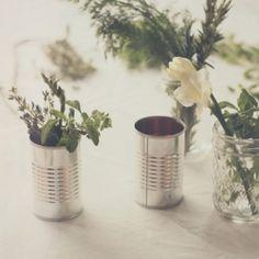 Chic and pretty mini bouquet centerpieces that won't break the bank!