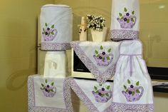 Itens para cozinha em bordado patchwork - regador com flores lilás