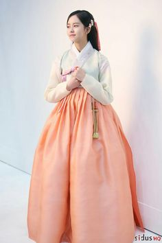 The Ruler master of the mask actress proves she is gorgeous of one her behind the scenes photo. Kimsohyun