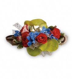 Barefoot Blooms Corsage in Metro New Orleans LA, Villere's Florist. http://www.villeresflorist.com/metairie-florist/prom-corsages-boutonnieres-136730c.asp #corsage #wristcorsage #wristlet