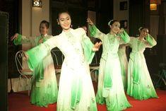 #weddingdesign #vietnambeachweddings #hoianeventsweddings #beachwedding #destinationwedding #traditionaldancers #weddingentertainment